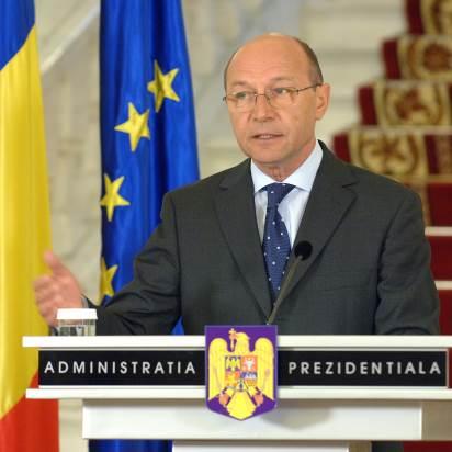 Traian Basescu cere reexaminarea legii incompatibilitatii